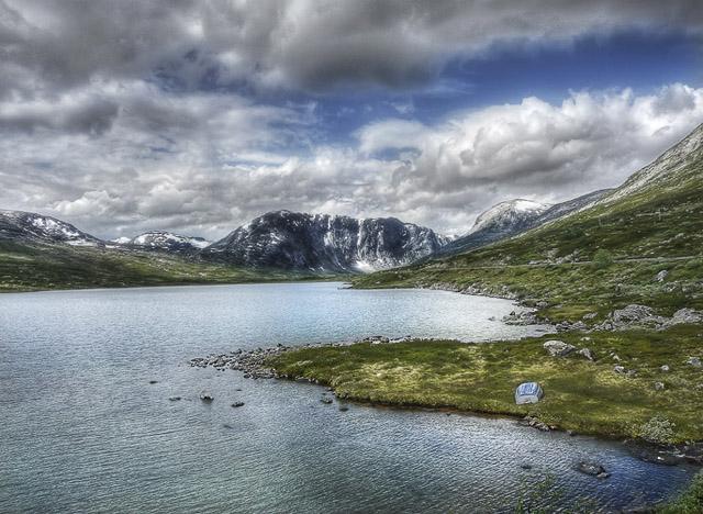 hdr-bild-gebirgslandschaft-in-norwegen