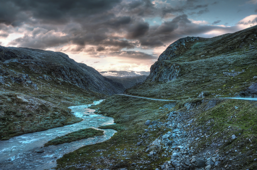hdr-photography-norway-river-in-the-mountains