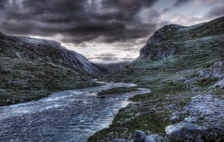 river-in-the-mountains-HDR